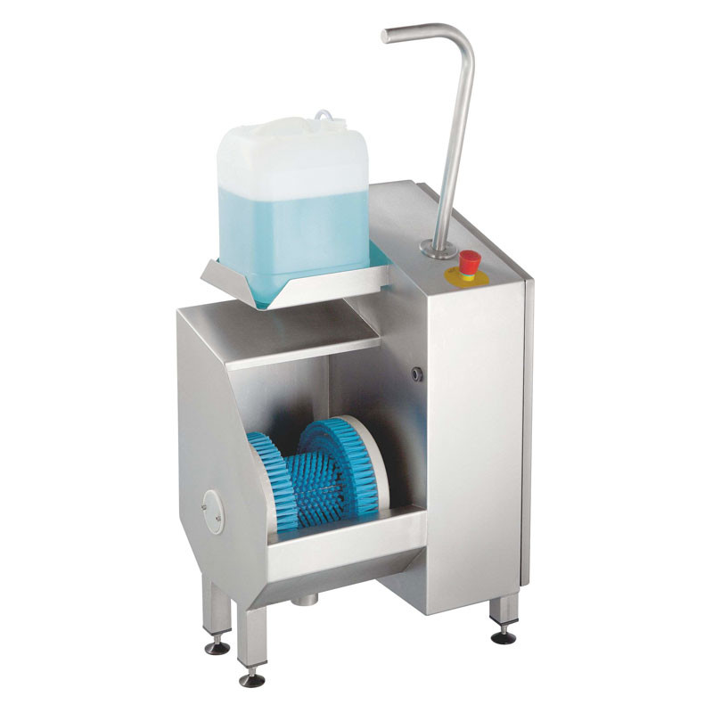 Sole cleaning machine wall with integrated dosage pump